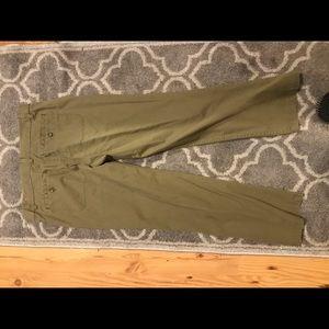 Ann Taylor Loft Green crop pants size 2